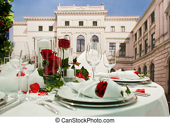 Dining table - Covered banquet with red roses decoration