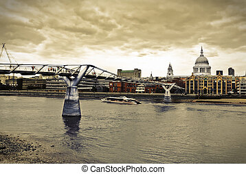 London Cityscape - St. Paul's cathedral and the Millennium...