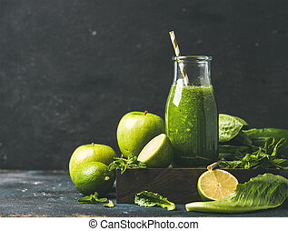 Smoothie with apple, romaine lettuce, lime and mint, copy...