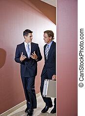 步行, 辦公室, 下來, 談話, 商人, 走廊