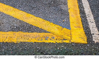 Yellow line for trafic on the road. - Yellow line for trafic...