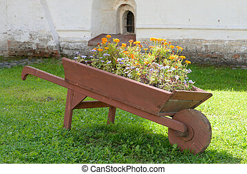 Wooden cart with flowers. - The cart with flowers in Vologda...