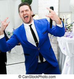 Wedding presenter in a blue suit