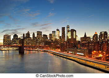 Manhattan at sunset. - View of Lower Manhattan with Brooklyn...