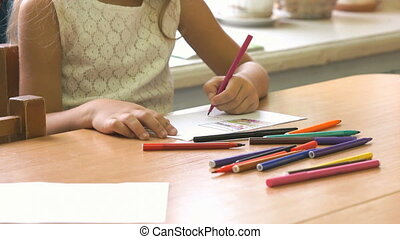 Little girl draws the picture using the felt pens - Little...