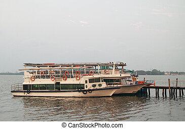 few ferries in sea port of Kochi - a few ferries in sea port...