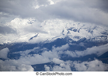Snow covered mountain peak in the Cordillera Blanca, Peru -...