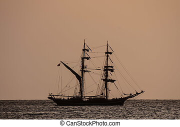 Sail Boat Silhouette at Sunset - Photo Picture of a Sail...