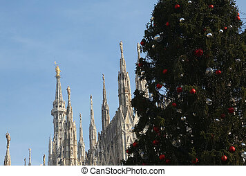 Christmas tree and gothic cathedral of milan in italy -...