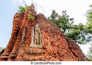 Angkor Wat Red Building - Red brick Angkor Wat ruin