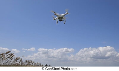 Flight quadrocopters low from the ground in strong winds....