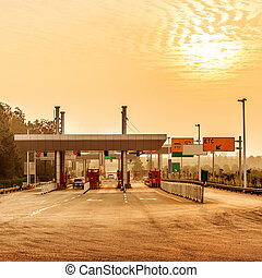 Toll stations and vehicles - China's snelweg tol en twilight...