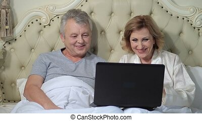 Senior couple connected with family on internet - Relaxed...