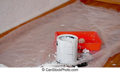 paint can with white color and roller zoom action