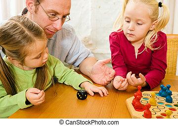 familia, juego, ludo, juntos