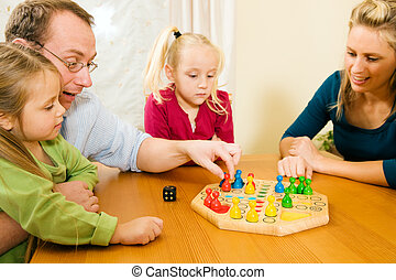 familia, juego, tabla, juego, juntos
