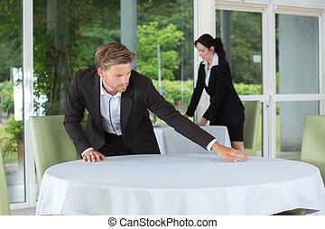 cameriere, tavola, regolazione, ristorante