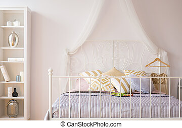 Bed with metal headboard - Room with bed with metal...