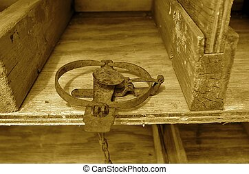 Set gopher trap (sepia) - (sepia) An old vintage victor jump...