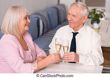 Man and woman drinking champagne together - They look so...
