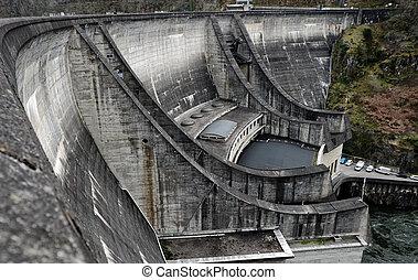 Barrage du Chastang - The dam Barrage du Chastang in...
