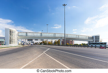Closed pedestrian bridge - Glazed pedestrian bridge across...