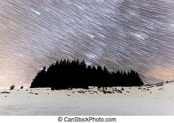 Shooting stars Meteor Shower Comet mode - The Milky Way over...