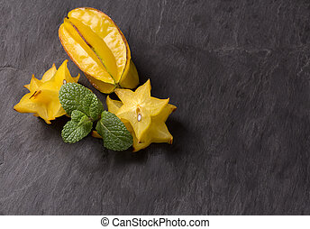 cutted starfruit or carambola - Cutted starfruit or...