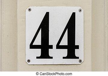44, numero