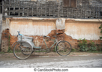 THAILAND ISAN CHIANG KHAN OLD TOWN - a old bicycle in the...