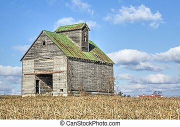 Old Midwestern Crib Barn - A rustic old barn stands...