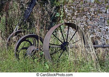 viejo, oxidado, trilladora, rueda