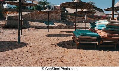 Beach sunshade parasols made of dried straw - Many Parasols...