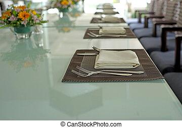 restaurant dinner table place setting