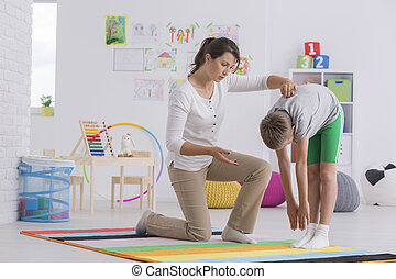fisioterapeuta, ejercitar, niño