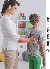 vérification, kinésithérapeute, dos, enfant