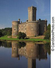 Montbrun Castle, tower, dungeon