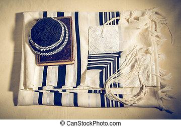 Talit, Kippah and Siddur - Jewish ritual objects - Jewish...