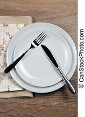 Dining etiquette - I still eat, pause. Fork and knife...