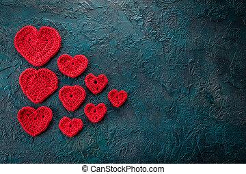 Crochet valentine hearts. - Red crochet valentine hearts on...