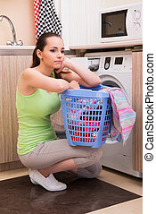 mulher, lavando, esposa, jovem, máquina, roupas