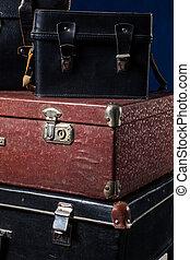 Pila, vendimia, primer plano, andrajoso, maletas