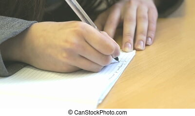 The pupil writes the text in sheet of paper at the lesson