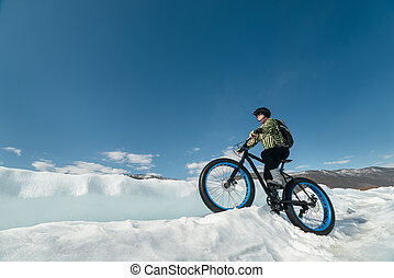 Fatbike (fat bike or fat-tire bike) - Fatbike (also called...