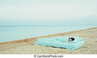 Girl wakes up on the beach?