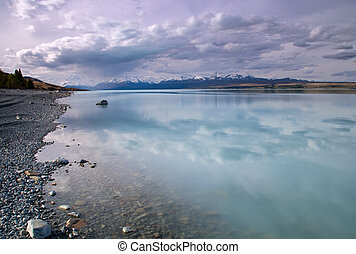 Lake Pukaki in New Zealand with Mount Cook in the distance
