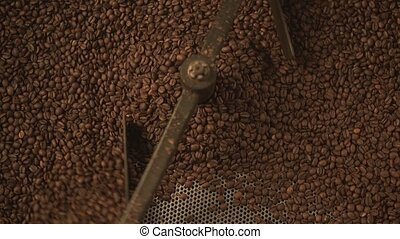 Coffee bean automatic mixing device at work - Machine for...
