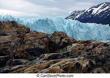 Glacier Perito Moreno - View to the connection of the...