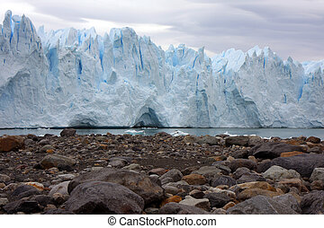 Glacier Perito Moreno - View to the glacier and the beach...