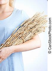 mulher, trigo, cima, Pacote, segurando, fim